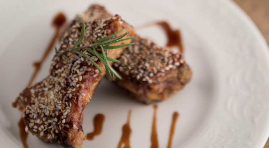 Roasted ribs with sesame breading