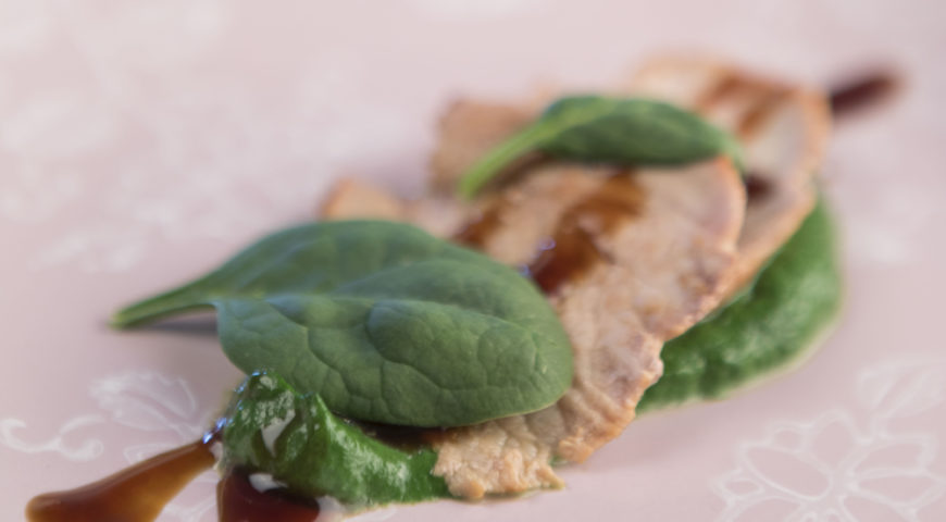 Veal with fresh spinach and Original Glaze